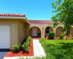 Home for Sale in Coral Springs at 4021 NW 108th Drive
